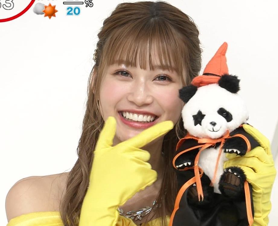 生見愛瑠 肩が露出したドレスキャプ・エロ画像4