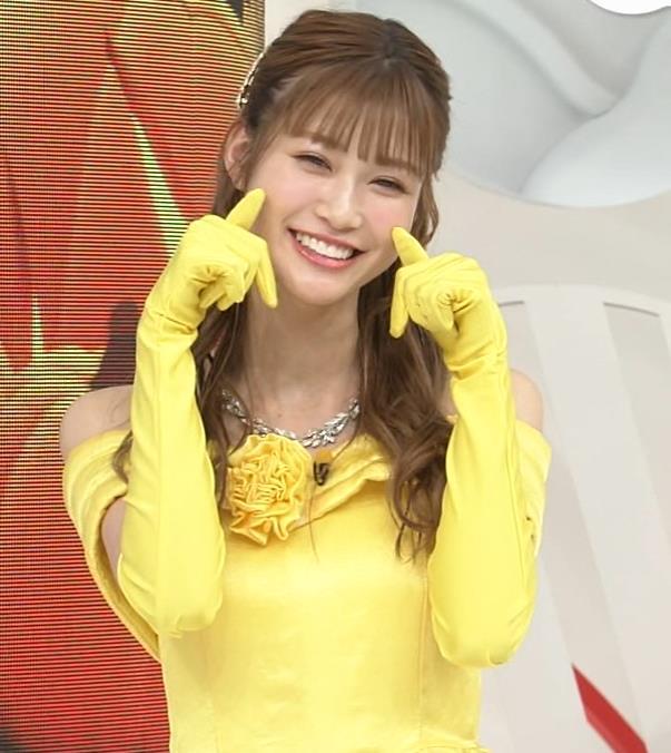 生見愛瑠 肩が露出したドレスキャプ・エロ画像8