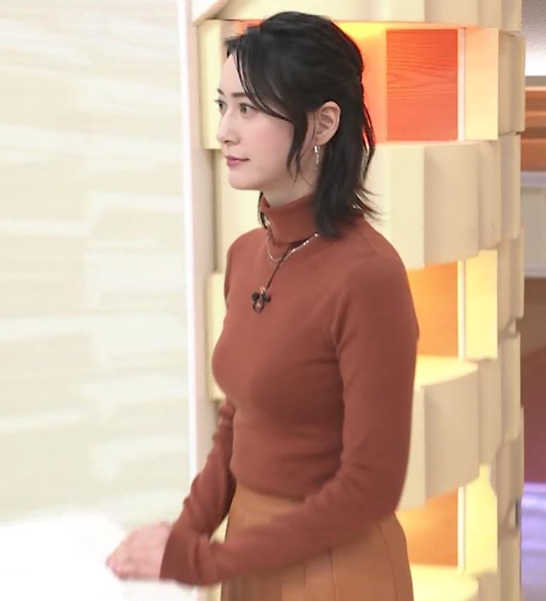 小川彩佳 ピチピチな衣装でおっぱいが大変な事に…キャプ・エロ画像