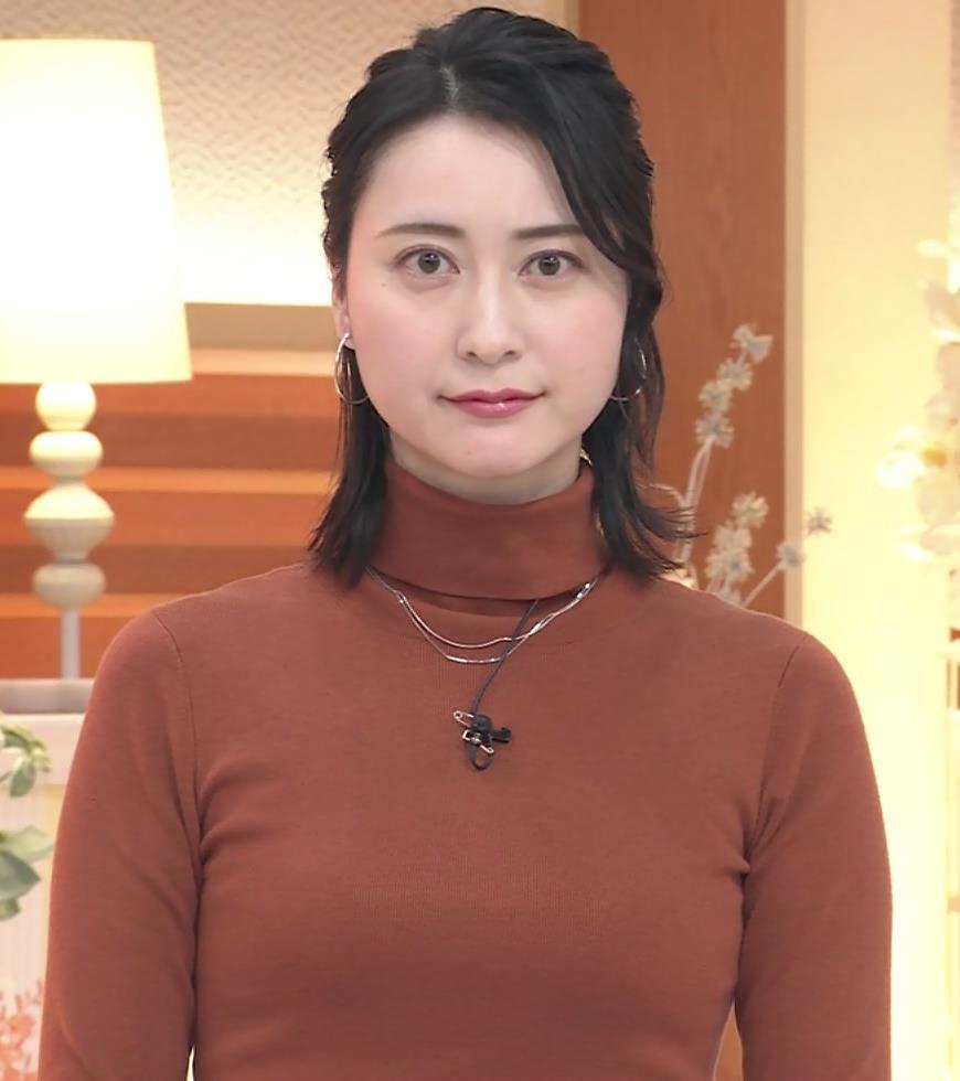 小川彩佳 ピチピチな衣装でおっぱいが大変な事に…キャプ・エロ画像2