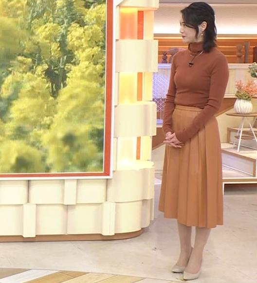小川彩佳 ピチピチな衣装でおっぱいが大変な事に…キャプ・エロ画像13