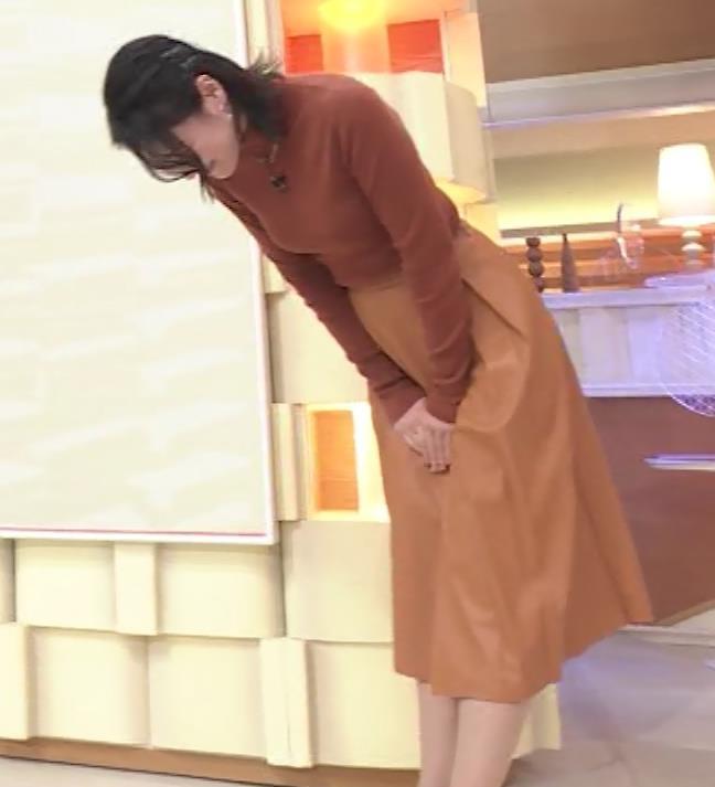 小川彩佳 ピチピチな衣装でおっぱいが大変な事に…キャプ・エロ画像16