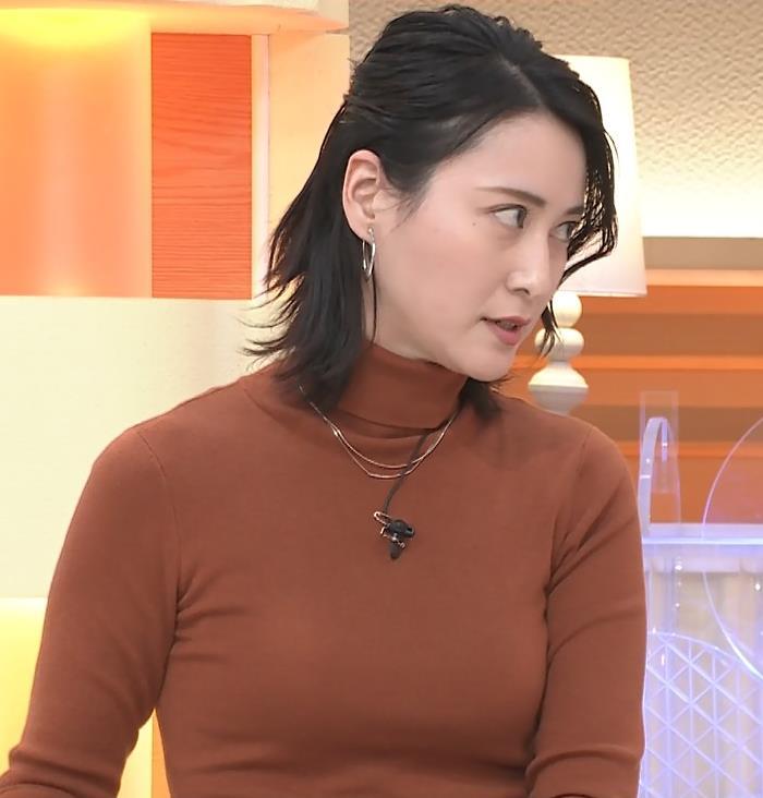 小川彩佳 ピチピチな衣装でおっぱいが大変な事に…キャプ・エロ画像4