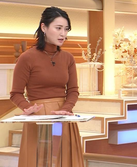 小川彩佳 ピチピチな衣装でおっぱいが大変な事に…キャプ・エロ画像6