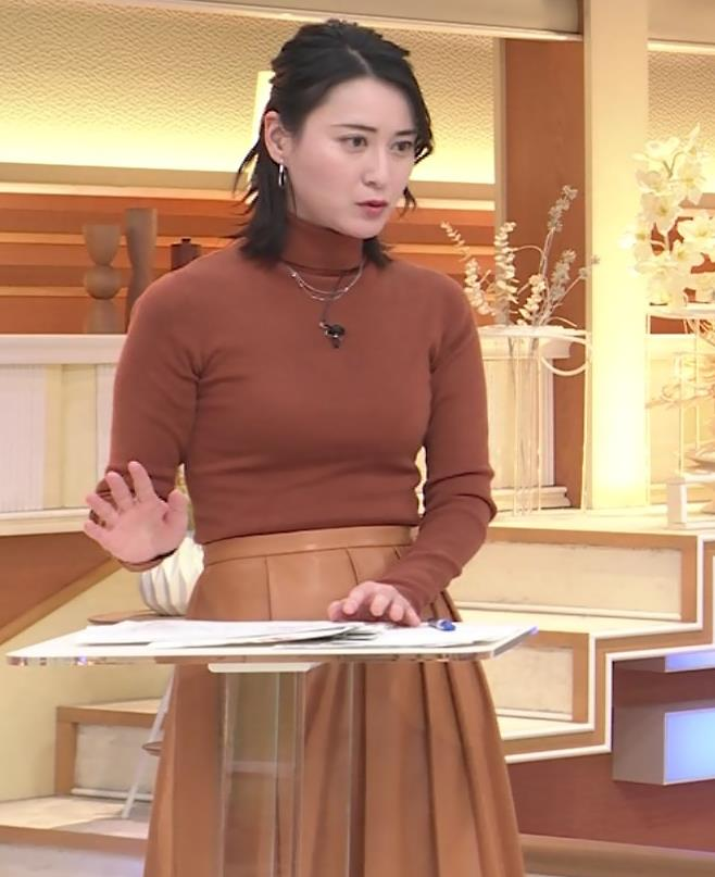 小川彩佳 ピチピチな衣装でおっぱいが大変な事に…キャプ・エロ画像8