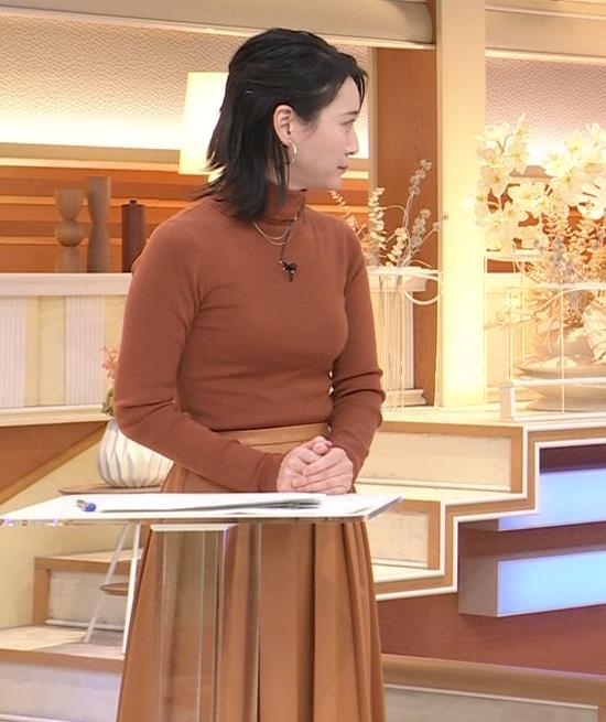 小川彩佳 ピチピチな衣装でおっぱいが大変な事に…キャプ・エロ画像9