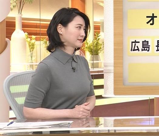 小川彩佳アナ おっぱい強調キャプ・エロ画像7