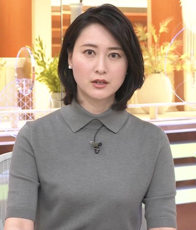 小川彩佳アナ おっぱい強調キャプ・エロ画像9
