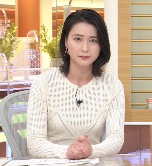 小川彩佳アナ タイトな衣装キャプ・エロ画像2