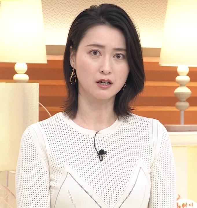小川彩佳アナ タイトな衣装キャプ・エロ画像3