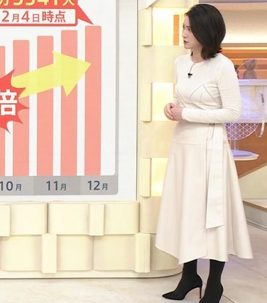 小川彩佳アナ タイトな衣装キャプ・エロ画像5