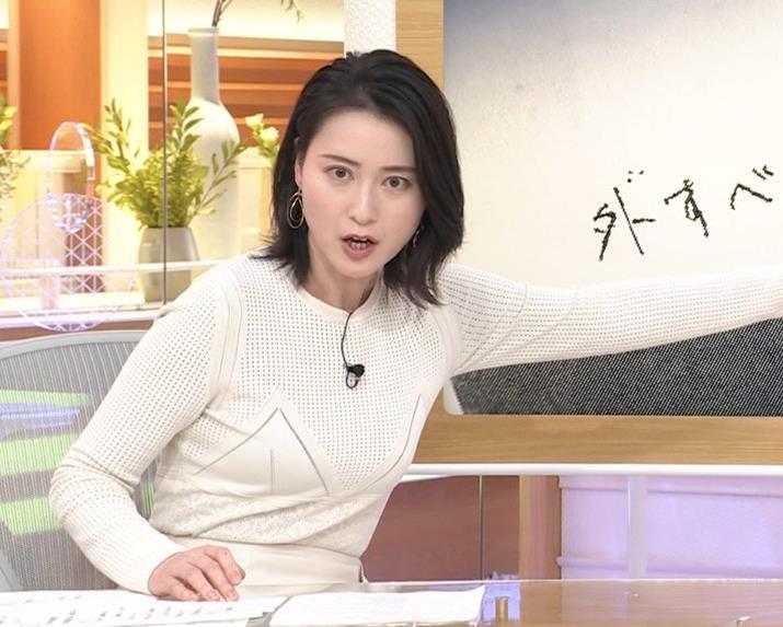 小川彩佳アナ タイトな衣装キャプ・エロ画像7