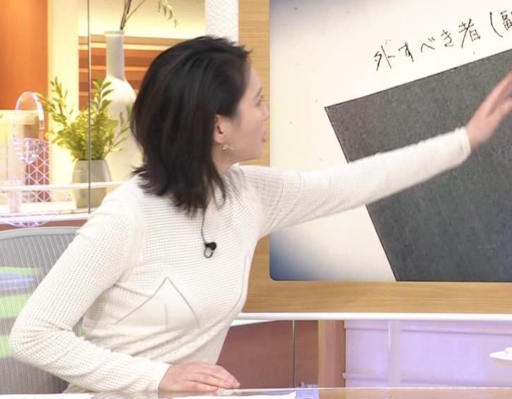 小川彩佳アナ タイトな衣装キャプ・エロ画像8