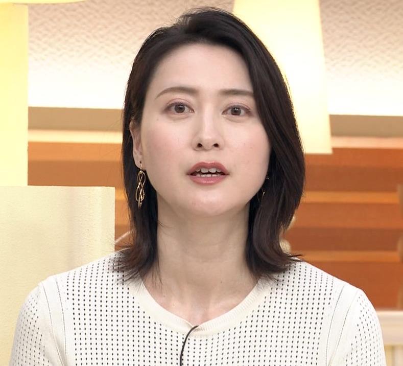 小川彩佳アナ タイトな衣装キャプ・エロ画像9