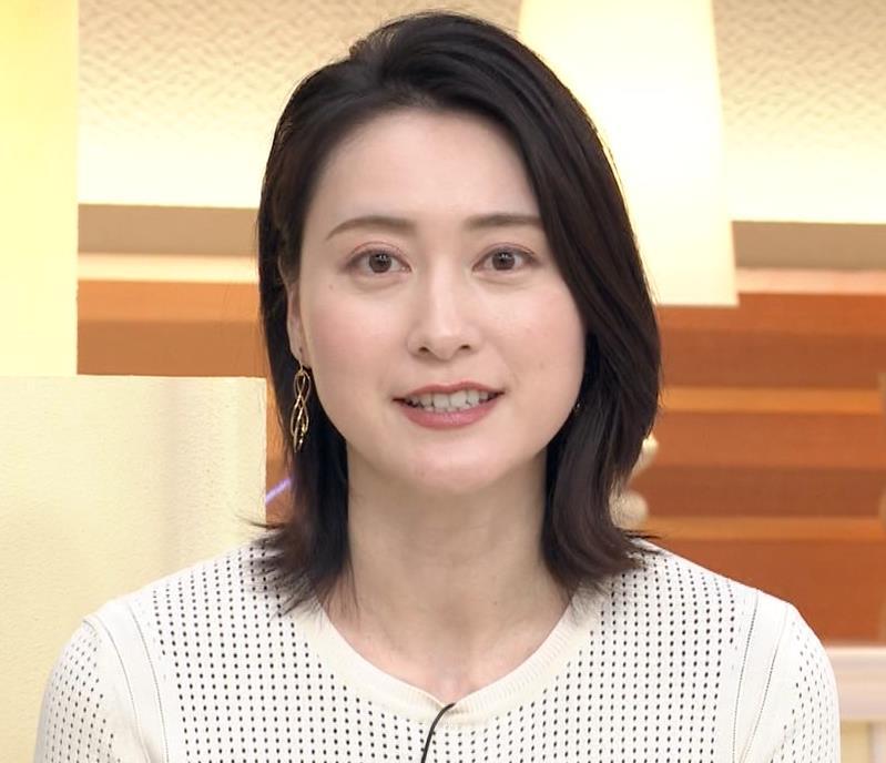 小川彩佳アナ タイトな衣装キャプ・エロ画像10