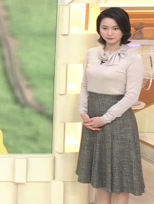 小川彩佳 形のいい横乳キャプ・エロ画像12