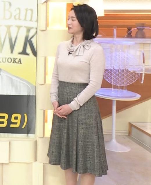 小川彩佳 形のいい横乳キャプ・エロ画像14