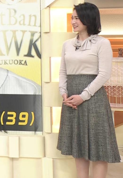 小川彩佳 形のいい横乳キャプ・エロ画像15