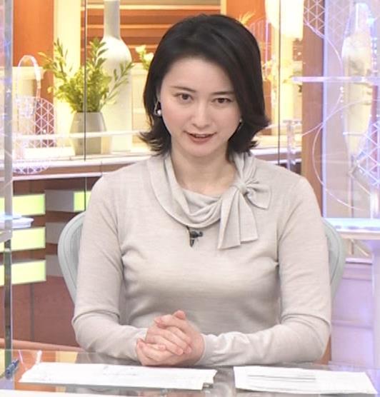 小川彩佳 形のいい横乳キャプ・エロ画像3