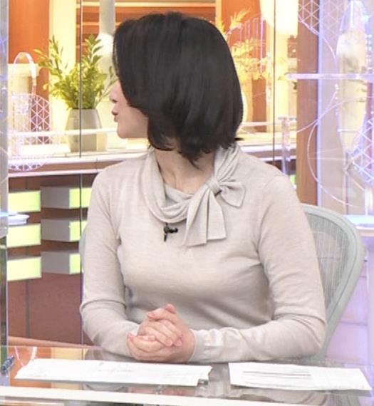 小川彩佳 形のいい横乳キャプ・エロ画像4