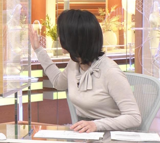小川彩佳 形のいい横乳キャプ・エロ画像5