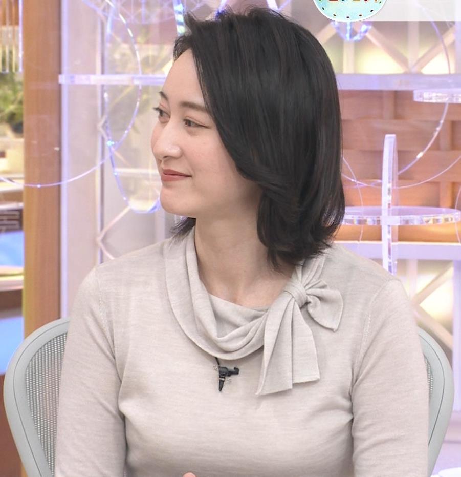小川彩佳 形のいい横乳キャプ・エロ画像6