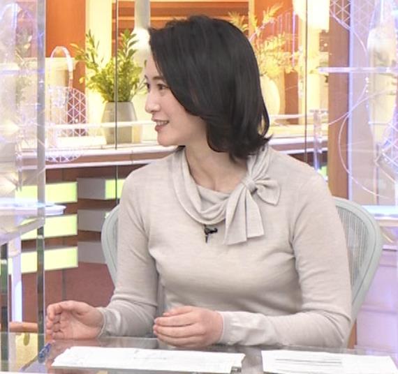 小川彩佳 形のいい横乳キャプ・エロ画像9