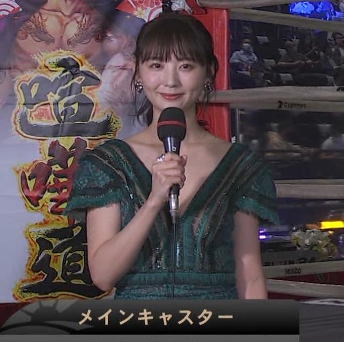 おのののか 格闘技中継での胸元露出ドレスキャプ・エロ画像2
