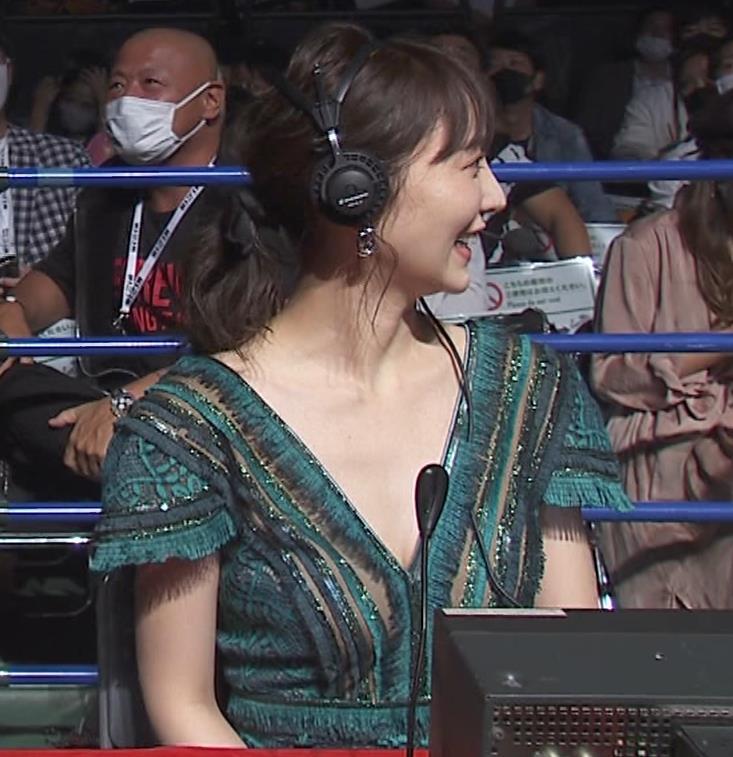 おのののか 格闘技中継での胸元露出ドレスキャプ・エロ画像6