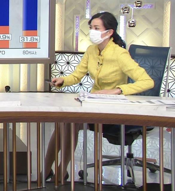 大江麻理子アナ 机の下のミニスカ美脚キャプ・エロ画像3