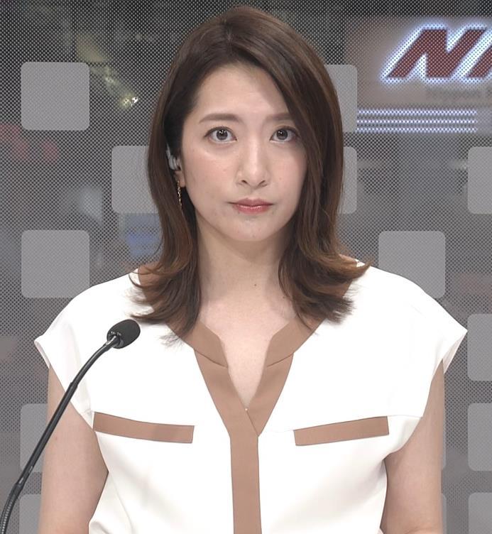 笹崎里菜アナ ちょっと胸元開いた服キャプ・エロ画像
