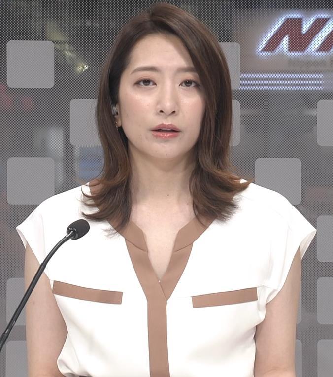 笹崎里菜アナ ちょっと胸元開いた服キャプ・エロ画像3