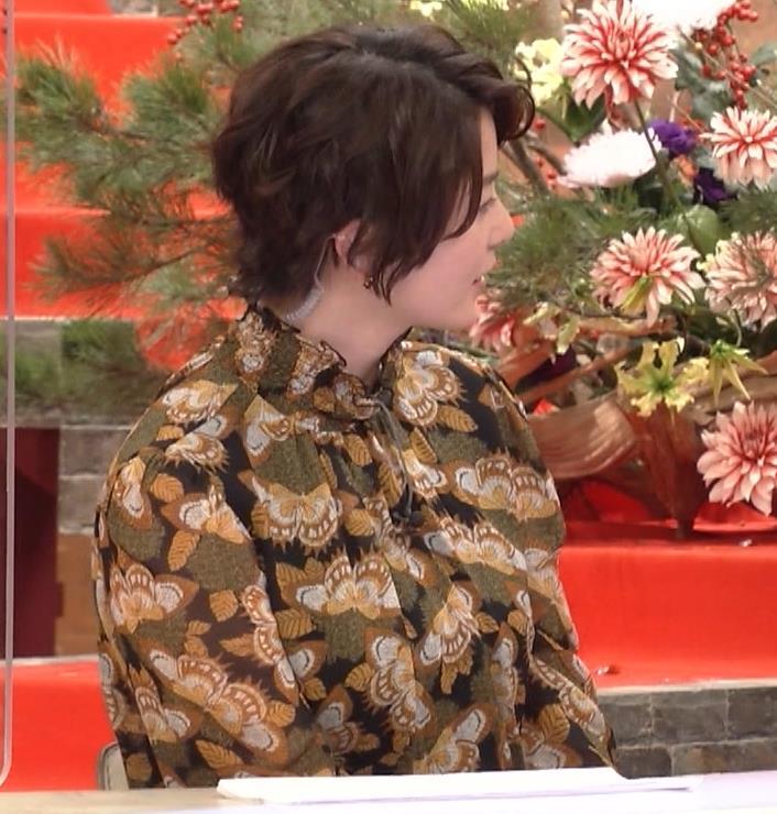 杉浦友紀アナ ゆったり衣装キャプ・エロ画像11