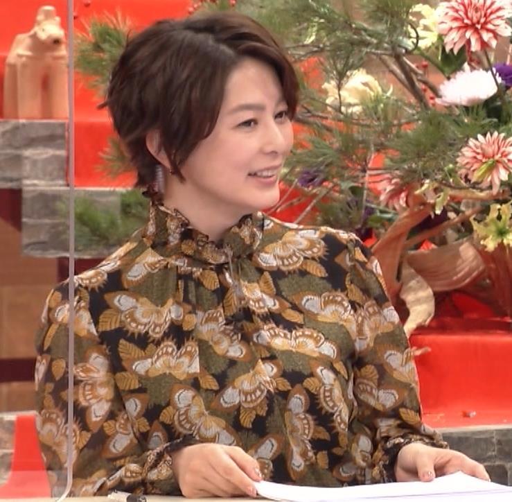杉浦友紀アナ ゆったり衣装キャプ・エロ画像4