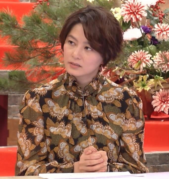 杉浦友紀アナ ゆったり衣装キャプ・エロ画像9