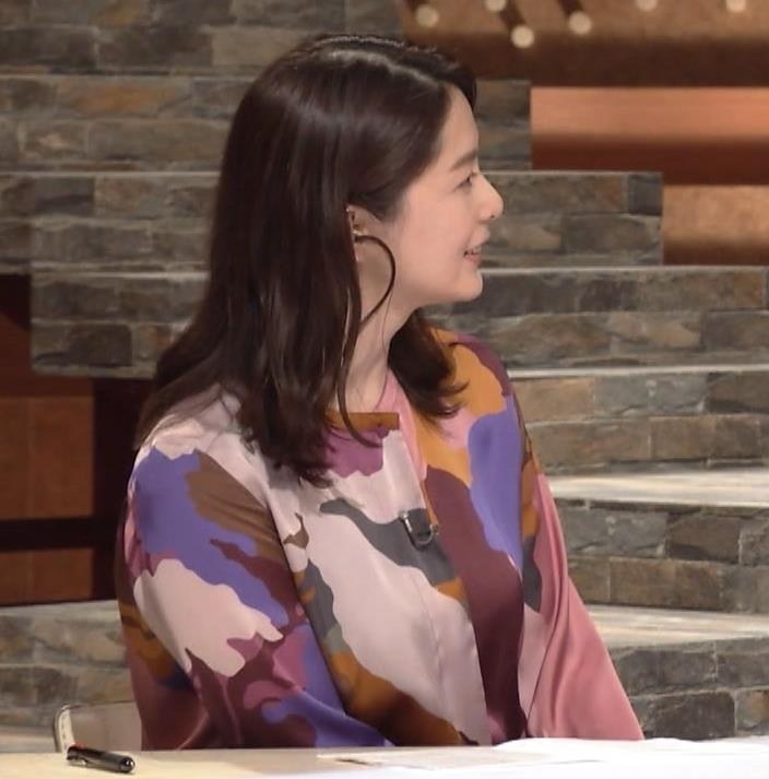 杉浦友紀アナ ゆったりした服でも巨乳が主張してるキャプ・エロ画像12
