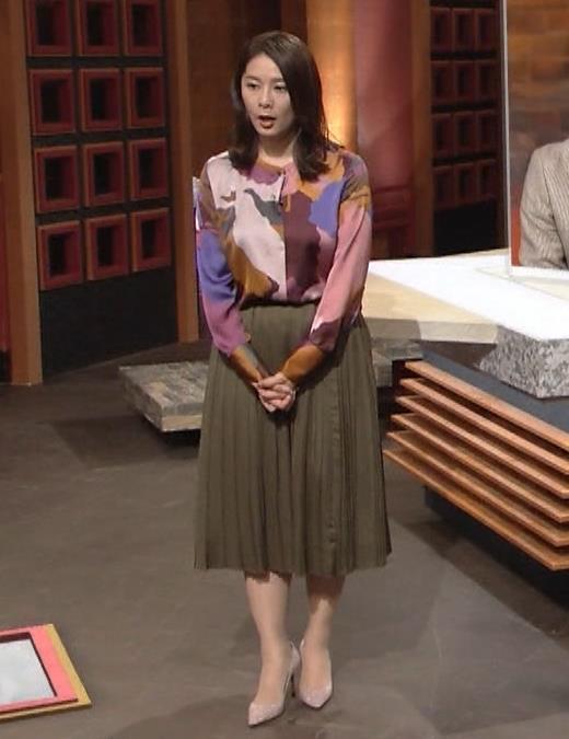 杉浦友紀アナ ゆったりした服でも巨乳が主張してるキャプ・エロ画像3