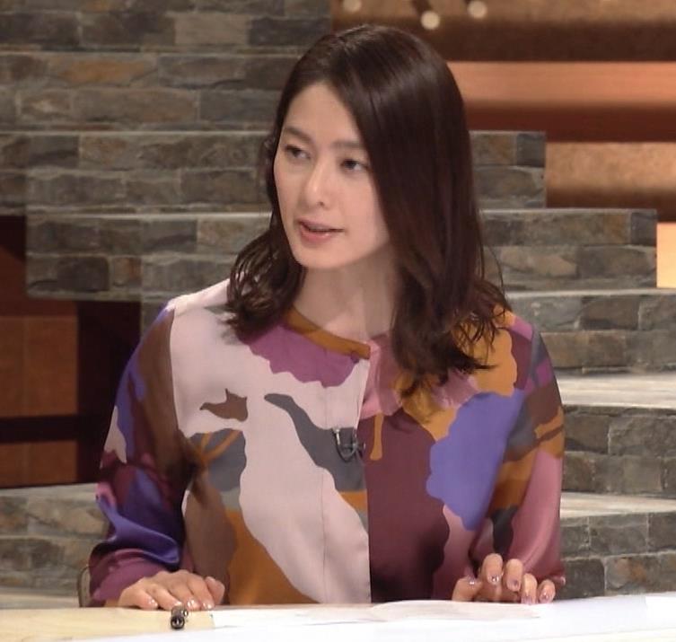 杉浦友紀アナ ゆったりした服でも巨乳が主張してるキャプ・エロ画像6