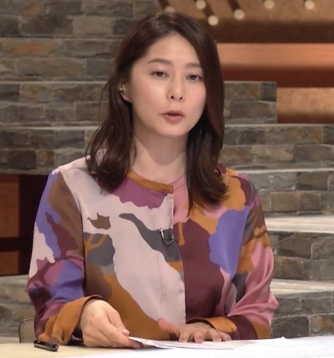 杉浦友紀アナ ゆったりした服でも巨乳が主張してるキャプ・エロ画像7