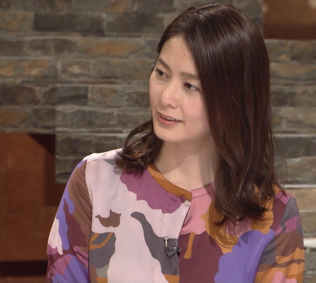 杉浦友紀アナ ゆったりした服でも巨乳が主張してるキャプ・エロ画像8