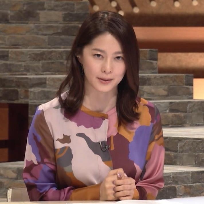 杉浦友紀アナ ゆったりした服でも巨乳が主張してるキャプ・エロ画像10