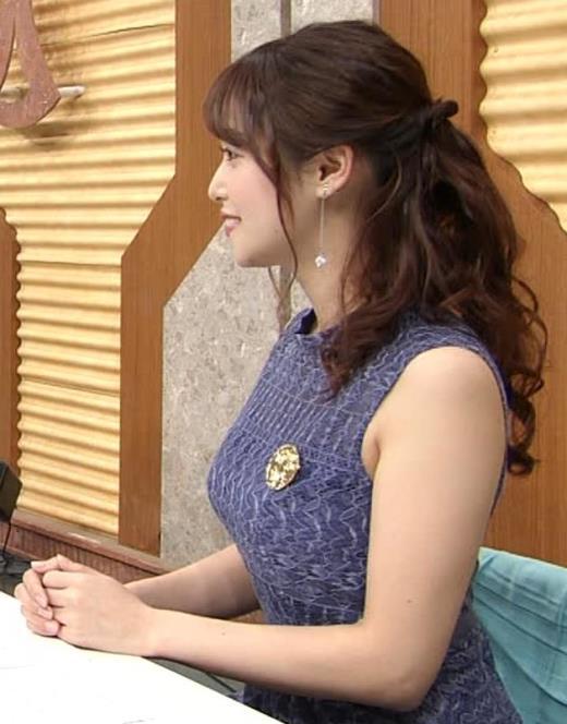 鷲見玲奈 タイトなノースリーブのデカい横乳キャプ画像(エロ・アイコラ画像)