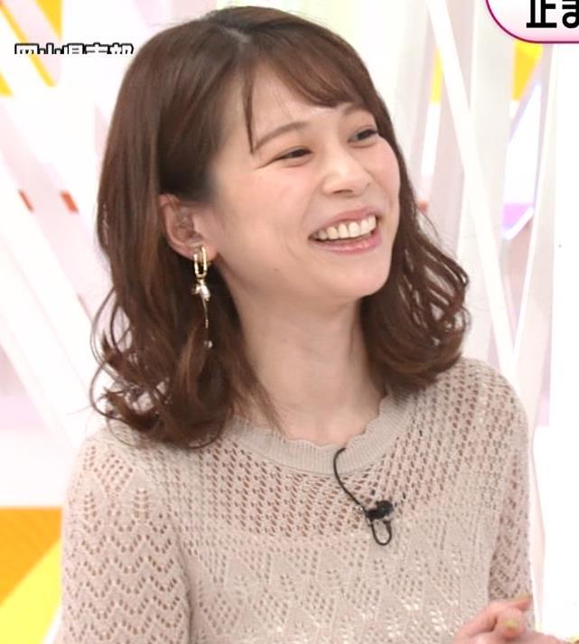 鈴木唯アナ くっきり横乳キャプ・エロ画像4