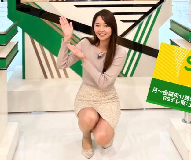 竹崎由佳アナ スカートでしゃがんで太ももがエロ過ぎ…キャプ・エロ画像