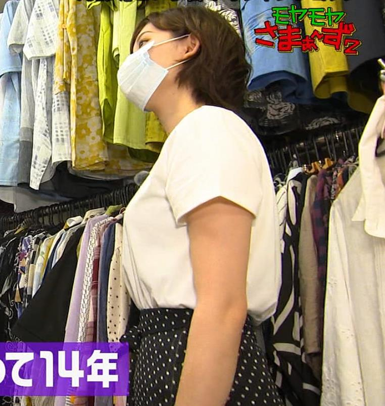 田中瞳アナ Tシャツ横乳キャプ・エロ画像3