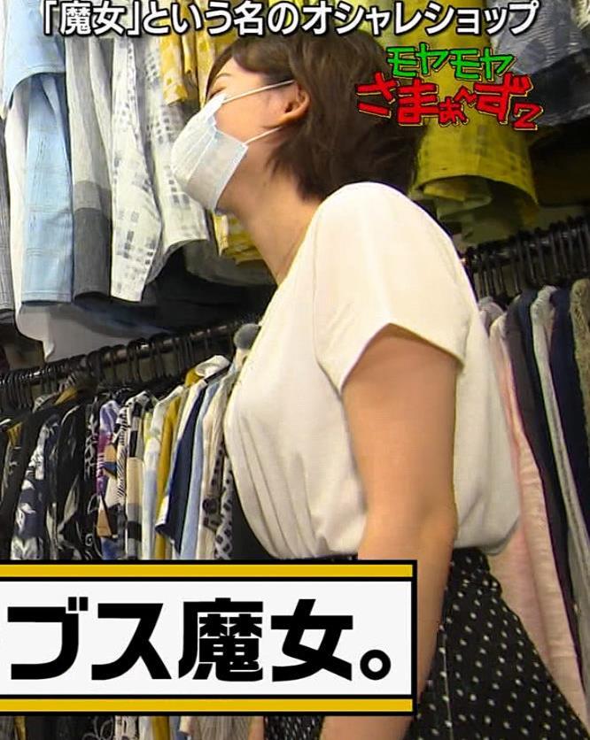 田中瞳アナ Tシャツ横乳キャプ・エロ画像4
