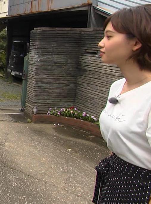 田中瞳アナ Tシャツ横乳キャプ・エロ画像5