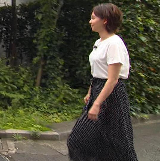田中瞳アナ Tシャツ横乳キャプ・エロ画像10