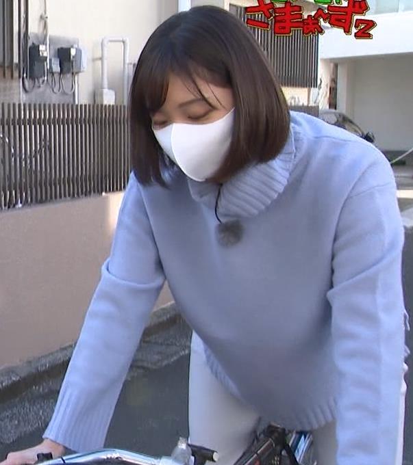 田中瞳アナ ピチピチなパンツスタイルで自転車に乗るお尻キャプ・エロ画像12