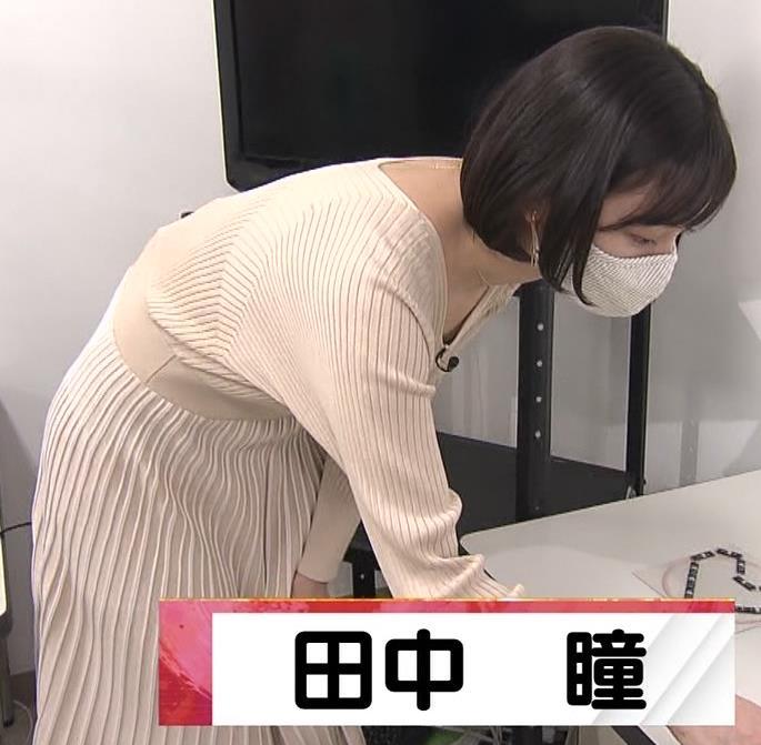田中瞳アナ Vネックのニットで前かがみキャプ・エロ画像3